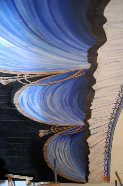 Detail gordijnschildering Laurentiuskerk.
